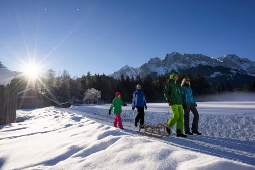 Famileinspaziergang im Schnee